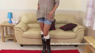 Silky Thighs Lou Is A Mature Cougar Who Likes To Masturbate For You
