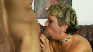 She trades between sucking and fucking and gets cum on her cunt