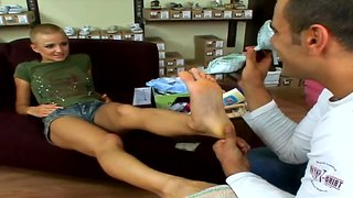 Pretty Hottie Gets Her Feet Licked By Dude