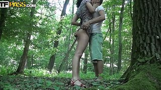 The Amateur Brunette Yasmine Sucks To Her Boyfriend In The Forest Then He Makes A Good Cunnilingus