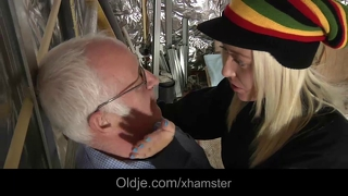 Old boss humps his horny blonde assistant