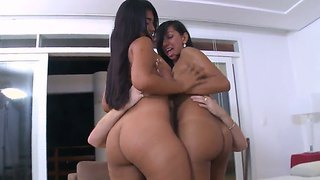 Jasmine And Suzan Hot Like To Please Each Other And Make Sandwitch Blowjobs To Strangers