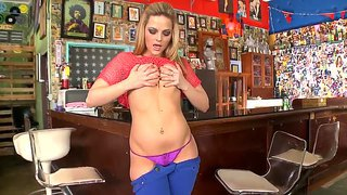 Alexis Texas Strips And Performs Big Booty Show