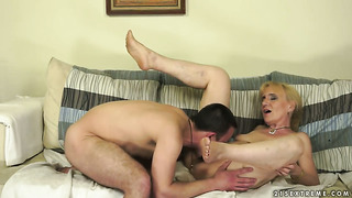 Blonde nanney is on the way to orgasm with hard love wand in her fuck hole