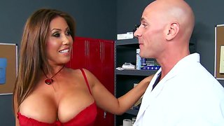 Crummy Slut Kianna Dior Boinks With Johnny Sins