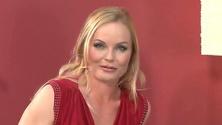 Superb mature silvia saint teases hottie eve d into having a smooth softcore with her