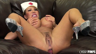 Ava devine keeps her ass from atrophy by using hardcore ass fucking toys
