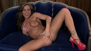 Melissa Xoxo Masturbates In Her Red High Heels