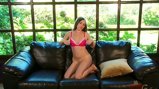 Teen Aurielee Summers Gets Naked And Masturbates
