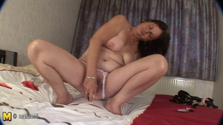 Horny Mature Cunt Playing With Her Old Pussy