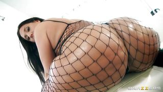 Sexy Chick In Fishnets Shakes Her Big Wet Ass
