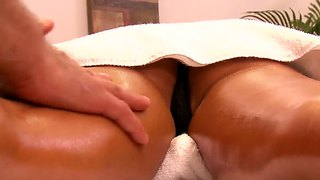 Hot Jessica Jaymes Gets A Full Body Massage