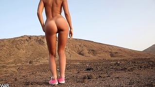 Melena - Naked And Outdoors