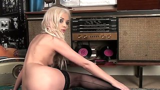 Slender Blonde Faye Get Naughty And Wet