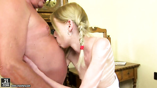 Blonde makes a dream of never-ending fucking with hard dicked guy a reality