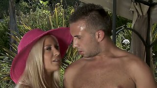 Stunning Actress Helly Hellfire Penetrated Hard Outside