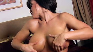 Lisa Ann Has A Body To Make All Boys Beg For More