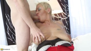 Blowjob Couch Dreier Blond