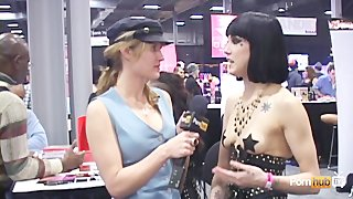 Pornhubtv Asphyxia Noir Interview At Exxxotica 2012