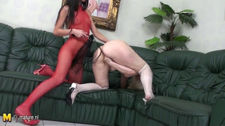 Mature Maireann Gets Fisted By Hot Belinde
