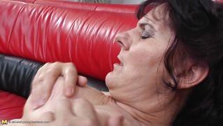 Old Lesbo Fucks Her Young Girlfriend
