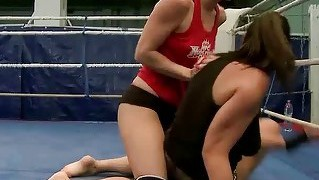 Lisa Sparkle Vs Eliska Cross