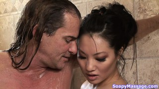 Asian gets her clam eaten out in the bath tub after giving a handy
