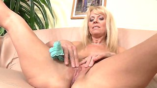 Erotic Amanda Davidson And Her Group Of Moms Show Off