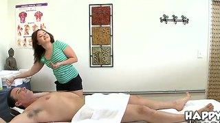Jeremy Steele Came At The Kita Zen's Salon For The Massage That Turns Into Oral Games
