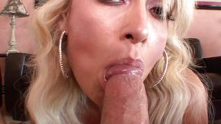 Juicy lips blonde receives a load on her pretty face