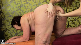 Strap-on slut is giving her best friction to the old concubine