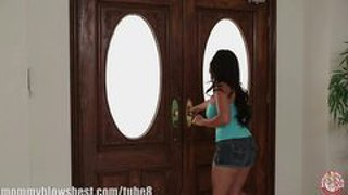 Hot Mom Jessica Bangkok Is Blowing Her Young Trainer!