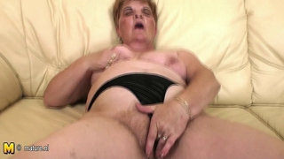 Mature Mom Izabelle Masturbate Alone