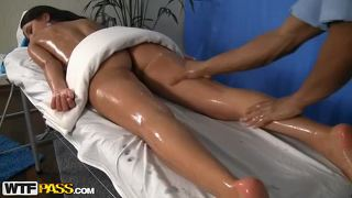 Hd massage porn video with brunette
