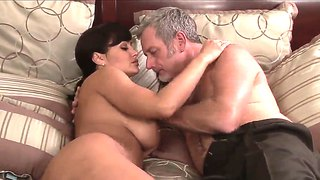 Sexy lisa ann seduces horny stud to get her wet pussy licked