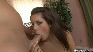 A Guy Get His Dick Sucked Dry By A Seductive Brunette Girl!