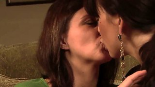 Tender Kissing Of Mia Presley And Sara Stone