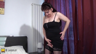 All Natural Mature Cunt Playing On Her Bed