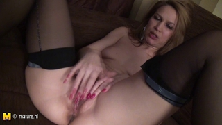 Real Amateur Mature Mother Jerk Off On The Couch