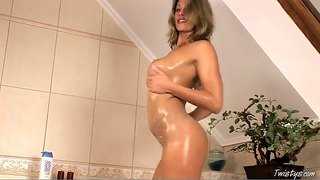 Carolyn Cage Masturbates And Showers Her Epic Bod