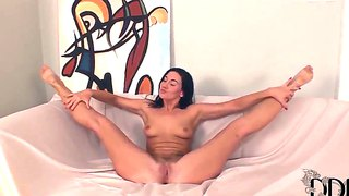 Sweet Dark Haired Babe Kety Pearl Posing
