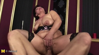 Mature Mom Gets A Warm Creampie
