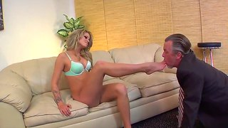 Stunning Jessa Rhodes Dominates Over Tom Byron