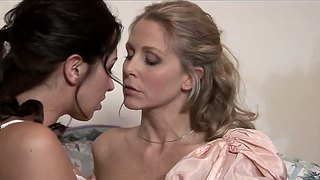 Julia Ann And Brunette Zoe Britton In Vintage Action