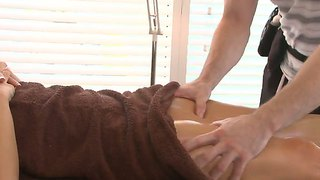 Rachel Roxxx Getting A Naked Oily Massage