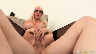 This mom's pussy is ready for some dicking and tonguing in front of cam