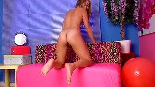 Teen And Sexy Girlfriend Heidi C Shows Her Gorgeous Body And Masturbates
