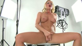 Slutty babe silvia saint enjoys teasing and finger fucking her cunt