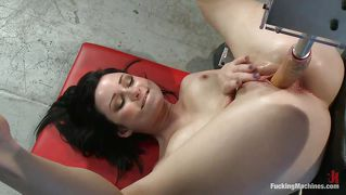 Brunette Milf Has Great Fun With Fucking Machines