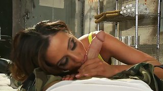Sexy Bitch Ariella Ferrera With Deep Throat Swallows A Dick